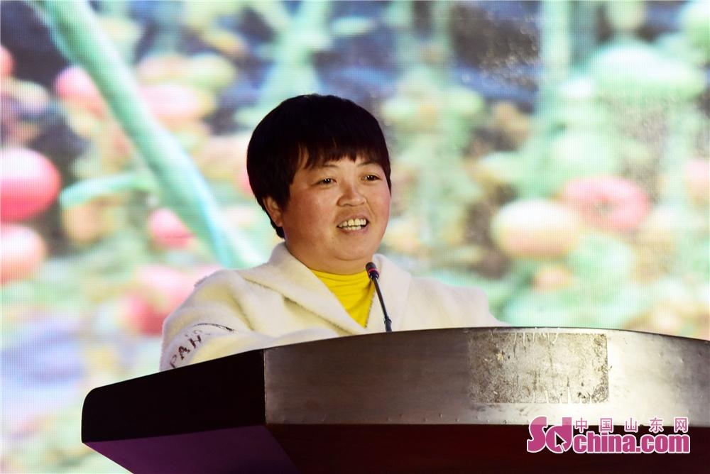 2019年3月6日,贾寨镇耿店村种菜能手耿玉华讲述创业发展的故事。<br/>