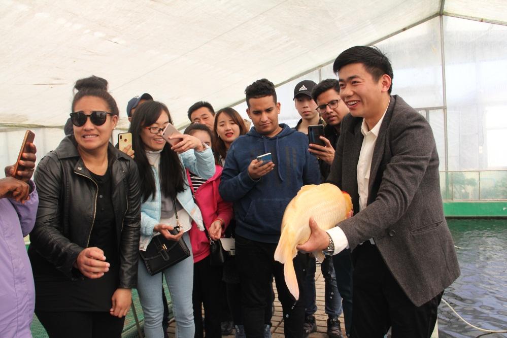 外国留学生体验济南都市农业
