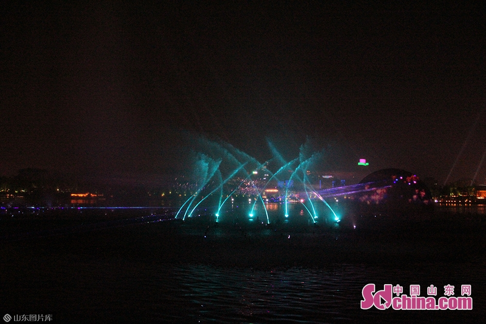 Photo taken on April 16, 2019 shows the performance during a water show on the Daming Lake in Jinan, capital of East China's Shandong province.<br/>