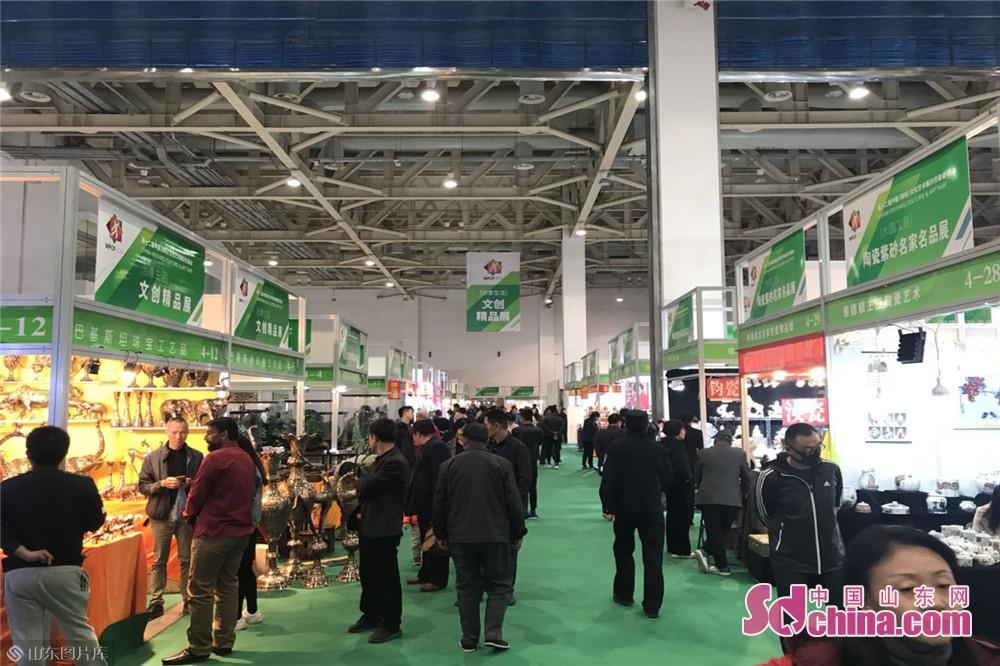 <br/>  本届中国画节&amp;middot;文展会主会场展区面积达40000平米,将突出展示第九届中国画节六大方阵,三十多个展场以及第十二届文展会九大板块等相关内容。<br/>