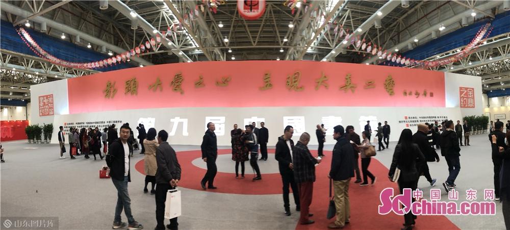 <br/>  其中,第九届中国画节由学会方阵、院校方阵、学术方阵、名家方阵、专题方阵、综合方阵等六大方阵,三十多个展场组成。<br/>