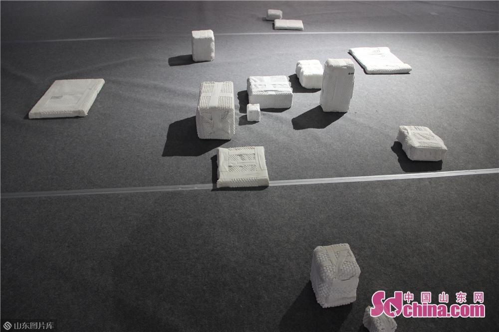 <br/>  中国参展作品主要来自中央美术学院、中国美院、四川美院、天津美院等专业院校的优秀作品。<br/>