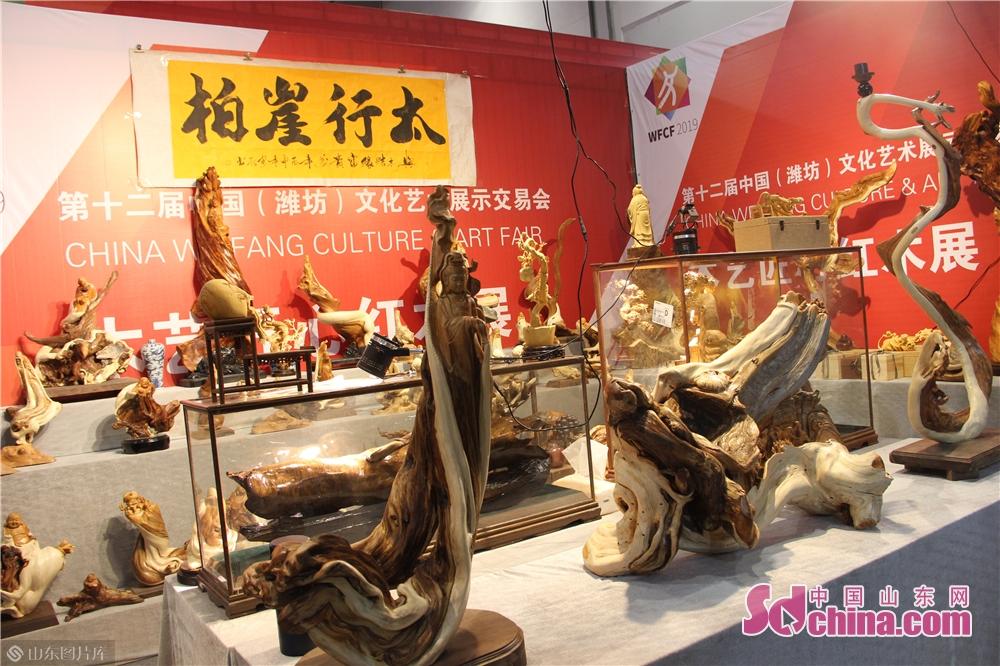 <br/>  据悉,本届展览有15家国内知名的根雕、木雕艺术品展商确定参展,展位面积超过800平方米,展出的根雕、木雕艺术品达2000多件。<br/>