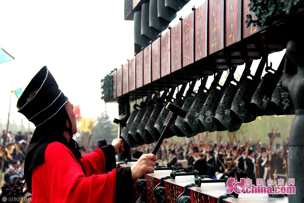 <br/>凫山苍翠,核桃满布,三月三伏羲女娲祭祀以及传承千年的爷娘庙会已成为一道文化特色浓郁的民间文化盛宴,如今&amp;ldquo;文化也是生产力&amp;rdquo;的观念正在邹城市郭里镇生根。<br/>