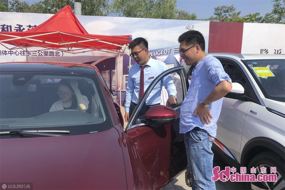 砖头汽车累积举办了935届汽车博览会,吸引了几十万观众前来观展。<br/>