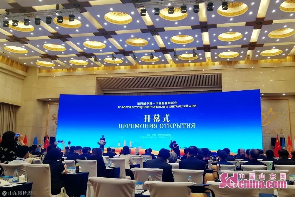 5月13日、中国人民対外友好協会と済南市人民政府が共同で主催した「第4回中国-中央アジア協力会議」は済南で開催された。<br/>