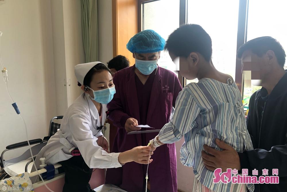 <br/><br/>  张海月是病房护士,患者需要做手术的时候就需要配合医生做好患者信息的核对,将病患准确送到手术室,待病人术后回到病房,需要继续做好术后护理工作。<br/>