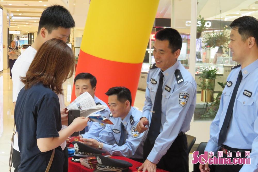 <br/>  烟台各县市区公安经侦部门公开了举报电话、微信公众号,深受社会各界欢迎。<br/>