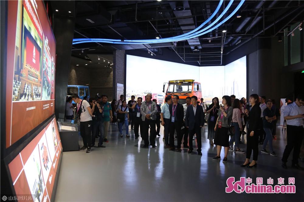 重汽博物館で、記者たちは中国重汽の改革発展の歴史をこの目でみてきた。<br/>