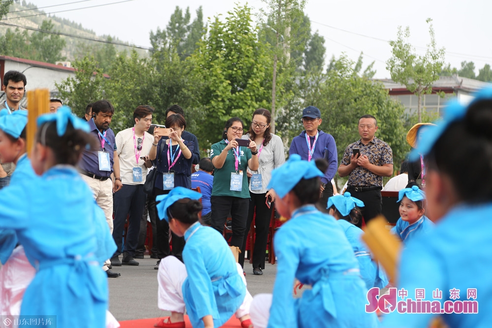 "Media delegation of the ""Mutual Learning among Asian civilizations"" interview activity arrives at Shengyuan Village, Qufu of Jining city on May 17 to take a close look at the rural development of Shandong province.<br/>"