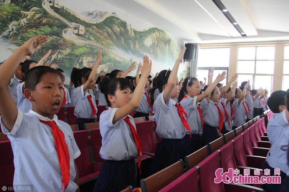 <br/><br/>  最后,全场师生齐声共唱《我们是共产主义接班人》,活动在嘹亮的歌声中完美落幕。