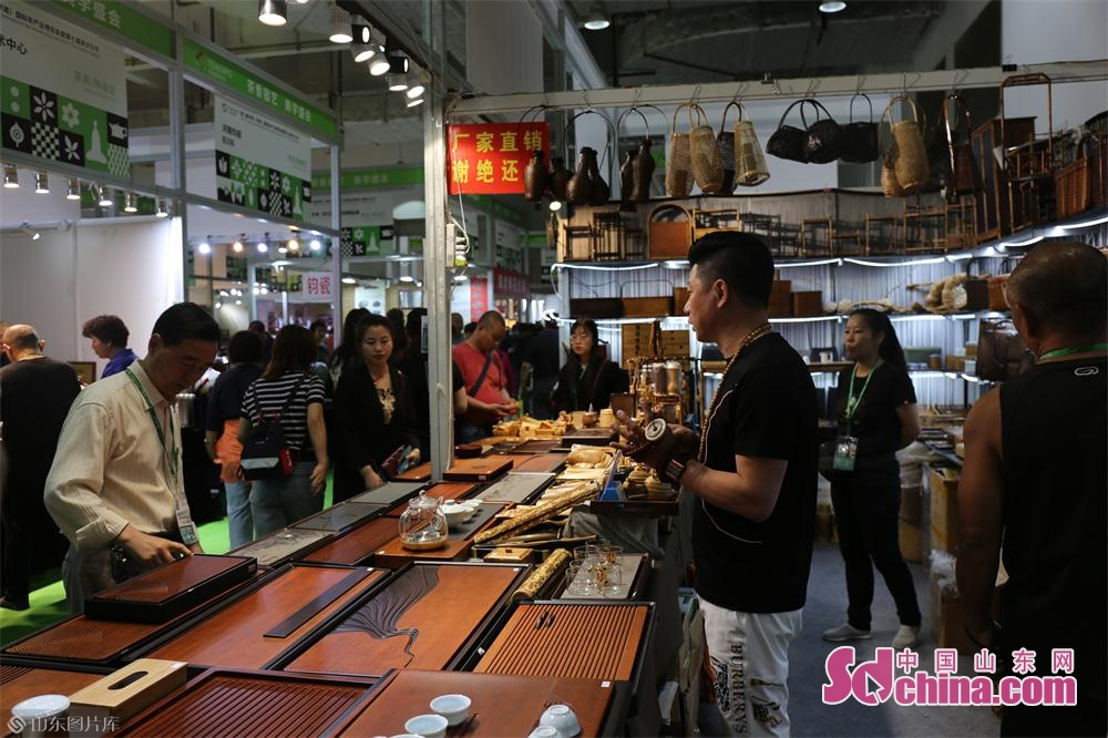 People visit the 13th International Tea Industry Expo and the 7th Tea Culture Festival in Jinan, capital of east China&rsquo;s Shandong Province, on May 27, 2019. The five-day expo consists of two main venues, which are Jinan International Convention and Exhibition Center and Jinan Tea Wholesale Market.<br/>