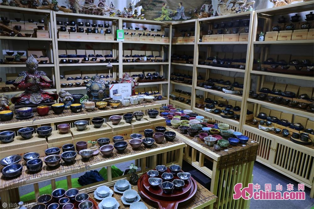 Photo taken on May 27, 2019 shows the teacup booth at the 13th International Tea Industry Expo in Jinan, capital of east China&rsquo;s Shandong Province. The five-day expo consists of two main venues, which are Jinan International Convention and Exhibition Center and Jinan Tea Wholesale Market.<br/>