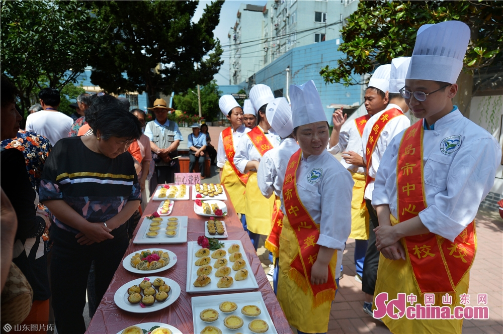 """Students at a school for the deaf display their homemade dim sum at the """"Neighbors' Festival"""" in Qingdao, east China's Shandong province, May 28, 2018.<br/>"""