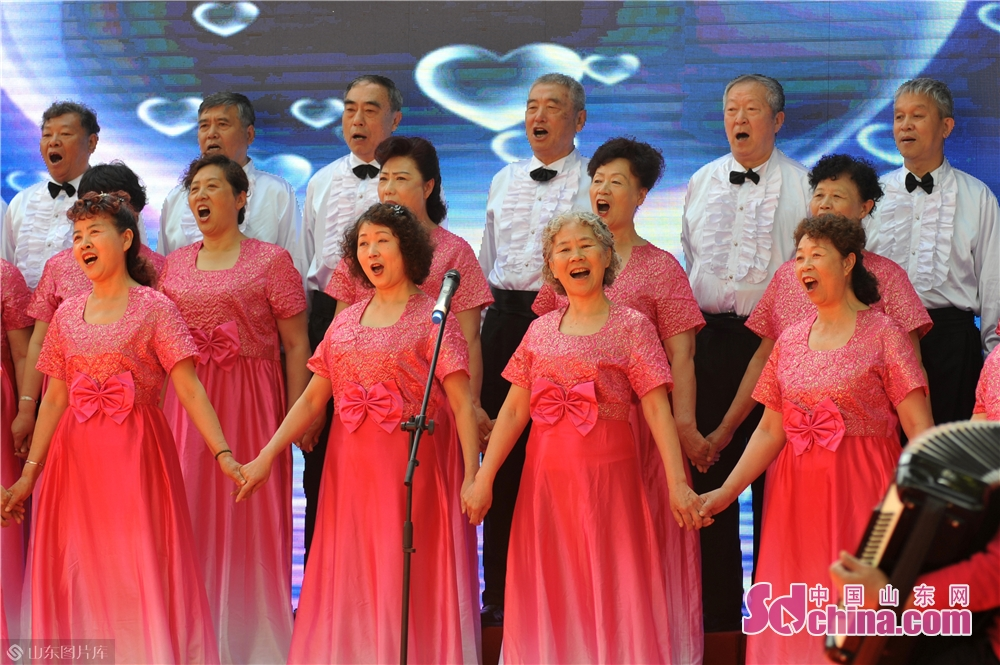 """Community residents perform during the """"Neighbors' Festival"""" in Qingdao, east China's Shandong province, May 28, 2018."""