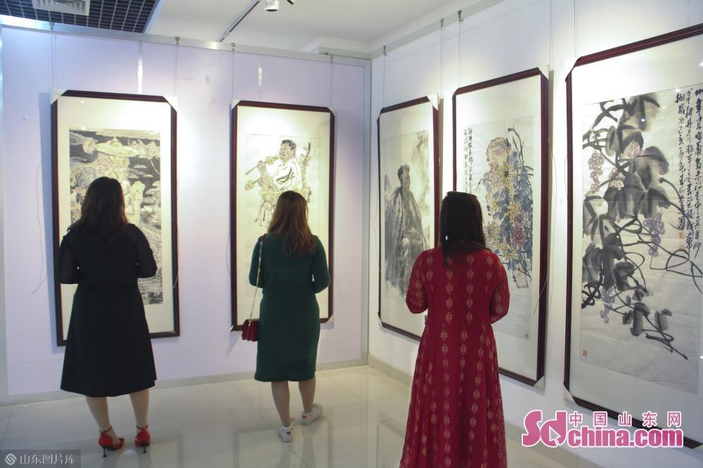 <br/><br/>  展馆位于永利国际平台老干部活动中心书画艺术展览馆,5月6日当天已有不少市民前往观看。