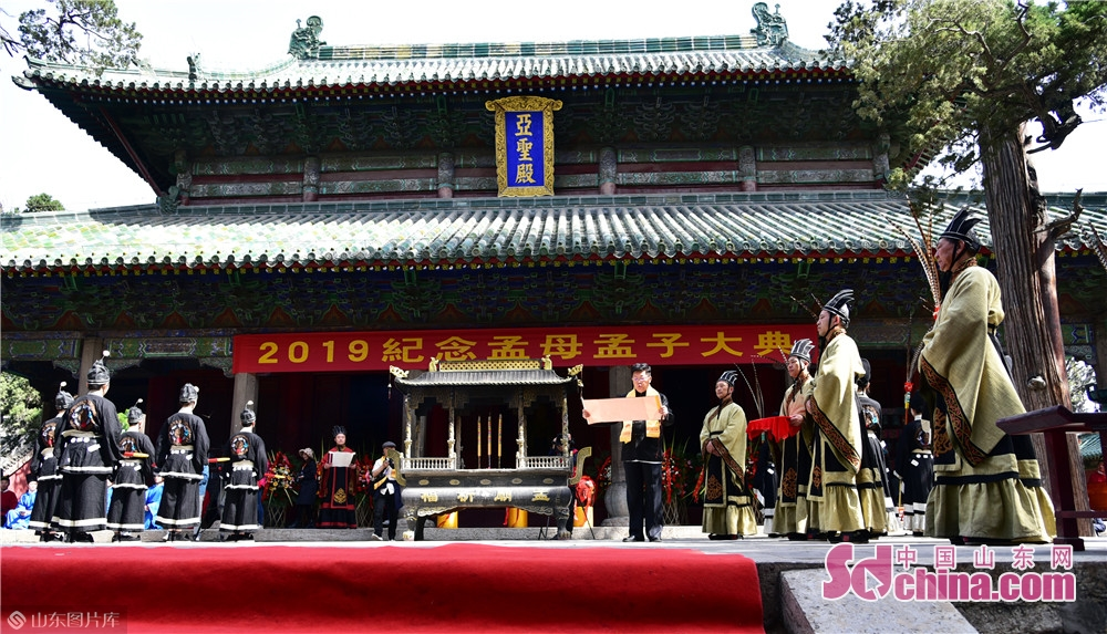 Photo taken on May 6, 2019 shows the memorial ceremony held at the Temple and Family Mansion of Mencius in Zoucheng city, East China's Shandong province. A traditional sacrificial ceremony was held here on Tuesday to commemorate Mencius and his mother.<br/>