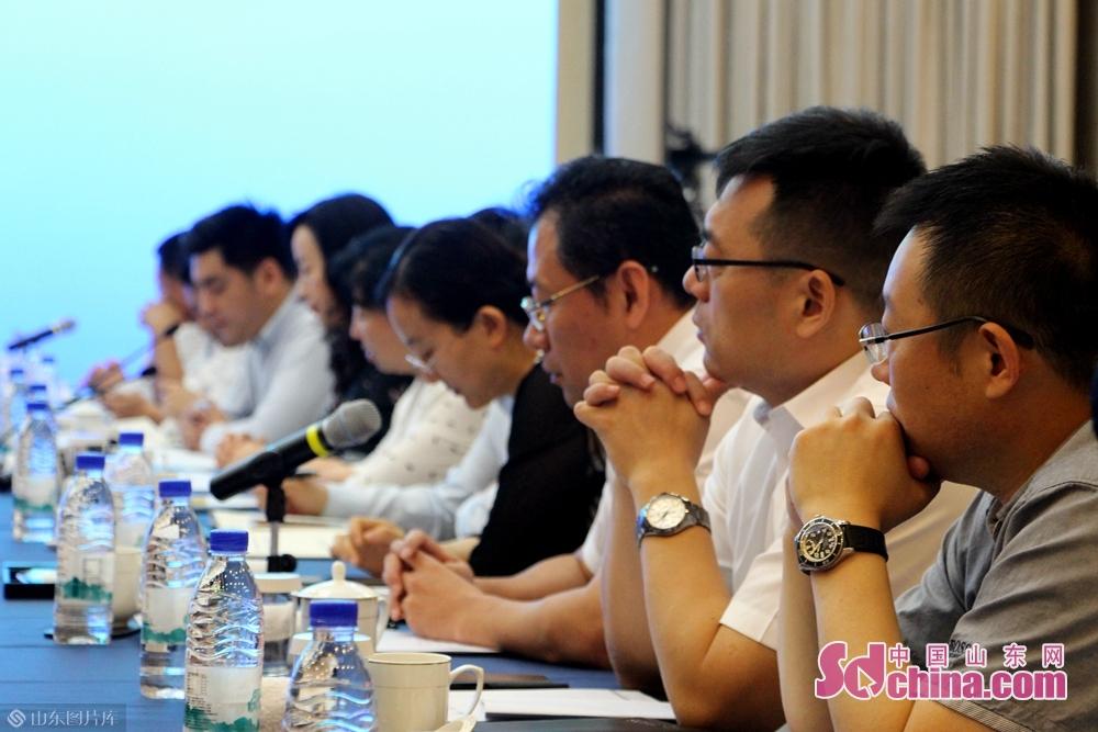 山東省委宣伝部、省発展改革委員会、省商務庁、省文化・観光庁、山東高速、済南国際医学科学センターなどの部門機関の担当者たちが同会を出席・発表した。<br/>