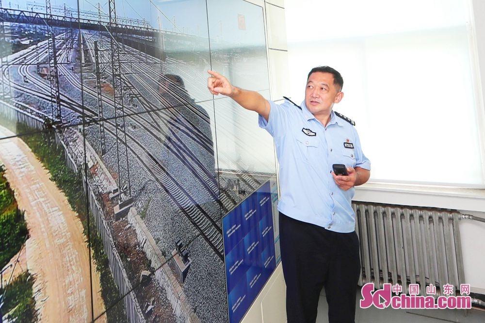 <br/>  日照南站派出所民警开展视频巡查,确保辖区安全。<br/>