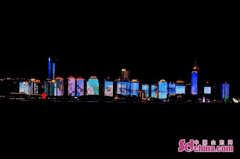 도시 등불쇼는 부산만을 다름답게 장식했다.<br/>