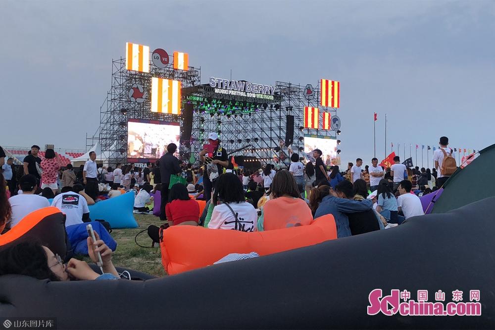 <br/>  据悉,草莓音乐节是当今世界上最重要的音乐节之一,亚洲最大的音乐节以及中国地区规模最大的音乐类青年活动。<br/>