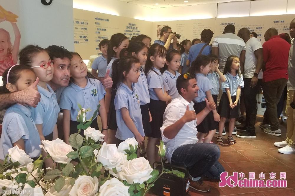 <br/>  带队老师带大家参观了钢琴、书法、击剑、烘焙、马林巴等教室。<br/>