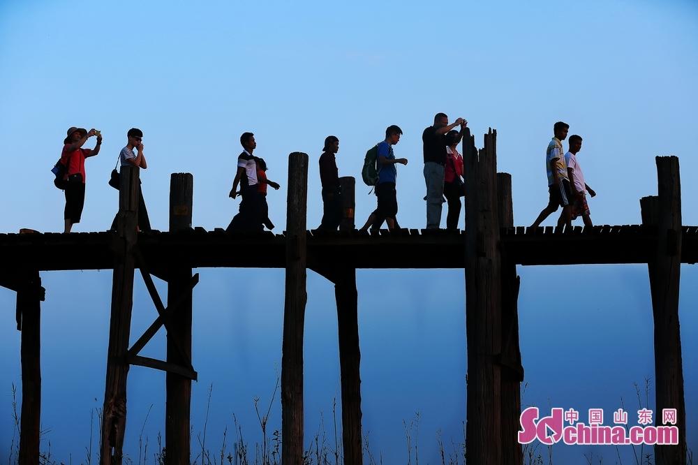 乌本桥是世界上数一数二的柚木桥,也是日落取景的首推摄影地。<br/>