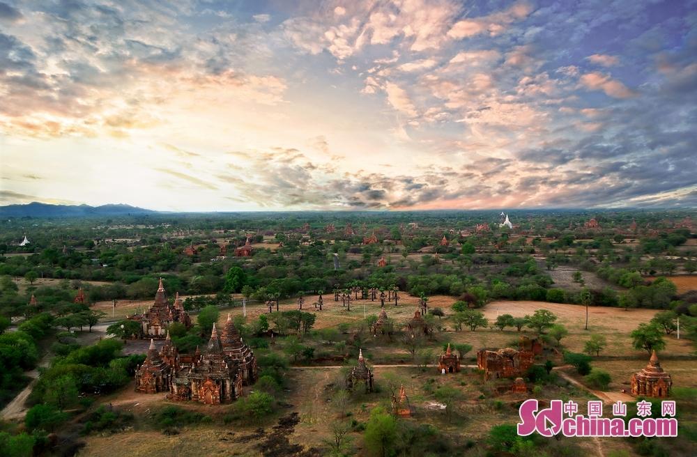 缅甸是一个历史悠久的文明古国,这里拥有优美的山水田园景致、佛塔建筑以及佛教传统熏陶下的淳朴人民,被全球背包客誉为&ldquo;东南亚最后一块旅行处女地&rdquo;。(摄影/马仁亮)<br/>