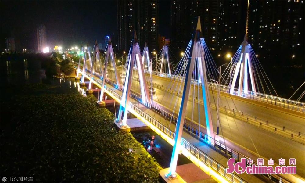 流光溢彩,夜幕下的菏澤城