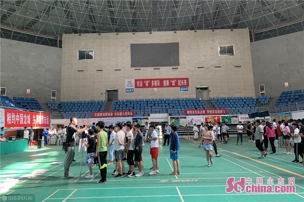 <br/>  共有来自高密、安丘、昌乐、寿光、青州、奎文、潍城、寒亭、诸城9个县市区的360多名运动员参加了柔道项目的比赛。<br/>