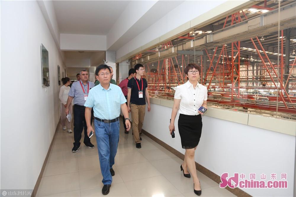 中国重汽は実力のある製品品質と良いサービスによって中国製品イメージを確立、素晴らしい「一帯一路」の名刺を作り上げた。<br/>  中国山東網