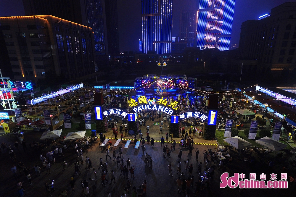 Visitors enjoy themselves in Laoshan District in Qingdao, east China's Shandong Province, July 26, 2019. The 29th Qingdao International Beer Festival kicked off here on Friday.