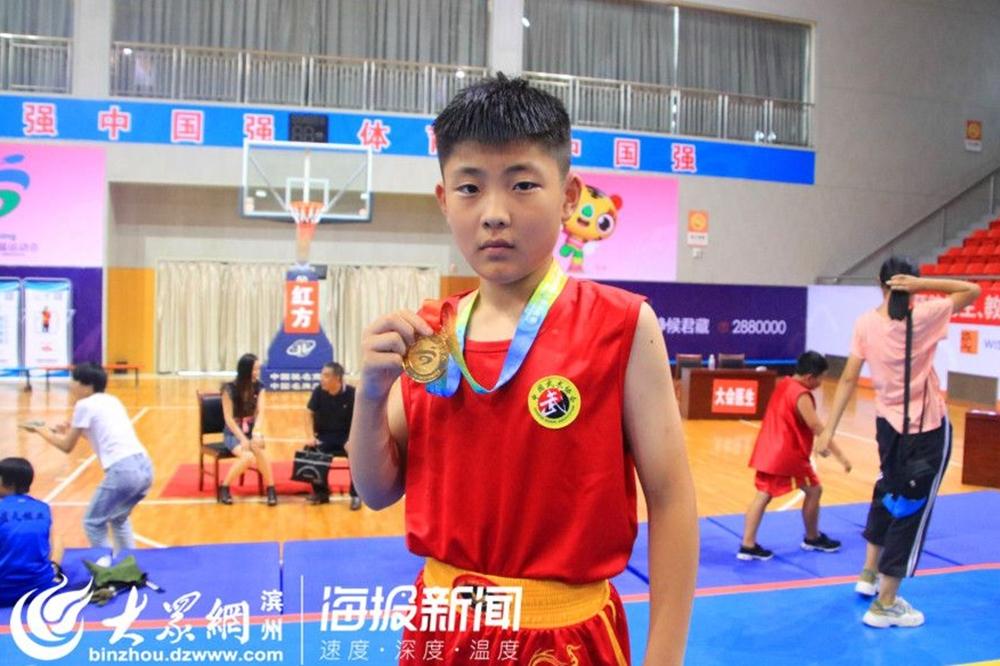 <br/>  沾化代表队散打小将赵华欣第一次参加比赛便获得了男子丙组52公斤级冠军。<br/>