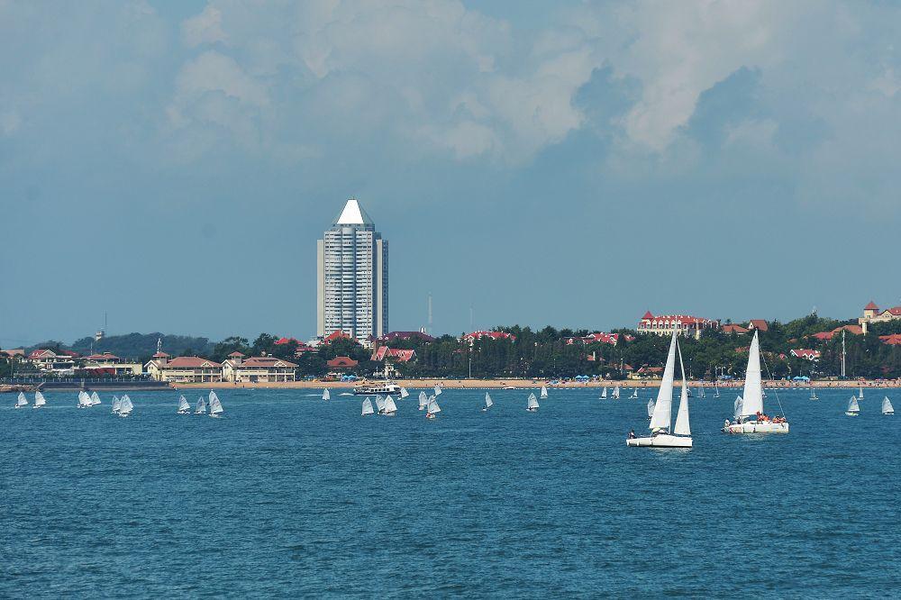 8月9日、10日間にわたる2019年第11回青島国際ヨットウィーク・青島国際海洋祭りは奥帆センターで開幕された。アメリカ、シンガポール、オーストラリア、ニュージーランドなどの15ヵ国からのアスリート900人がヨット競技に参加する。<br/>