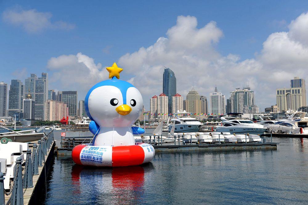 これは青島奥帆センターに置かれたヨットウィーク・海洋祭りのマスコットキャラクターである「青青侠」だ。<br/>