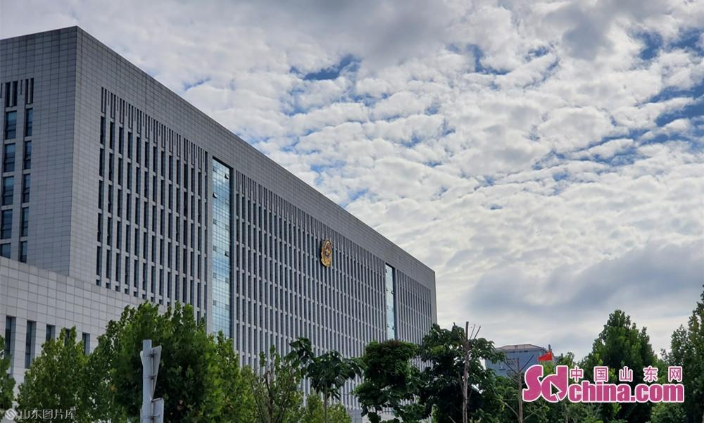 8月13日8点55分, 山东菏泽 平静的公安局门前空气清朗透明。<br/>