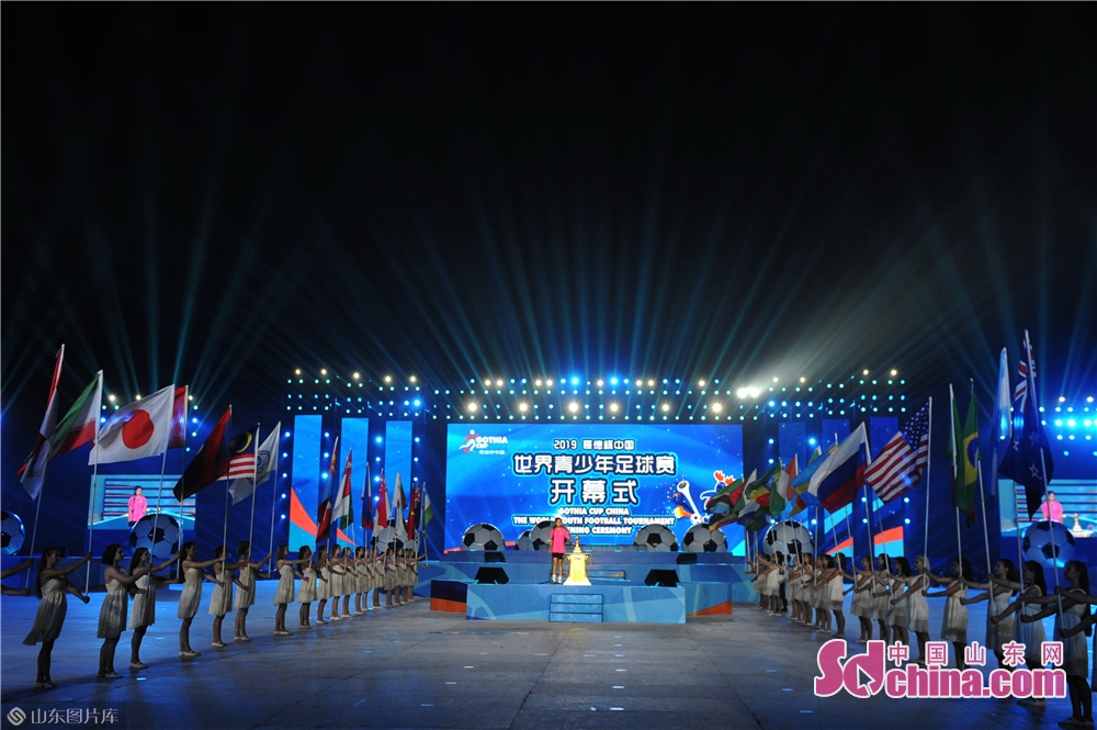 <br/>  2019年8月13日,山东青岛,2019&ldquo;哥德杯中国&rdquo;世界青少年足球赛在焰火和歌声中拉开帷幕。<br/>
