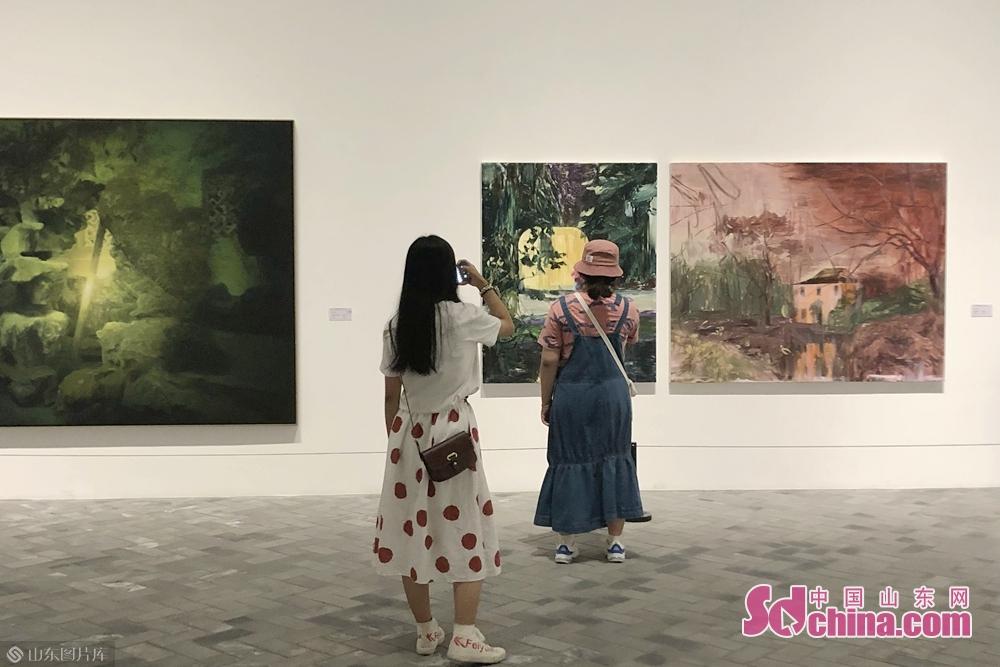 <br/>  此次展览,是从2016年至2019年四年中入选参展的艺术家中遴选出53位艺术家创作的153件代表性作品,以飨观众。<br/>