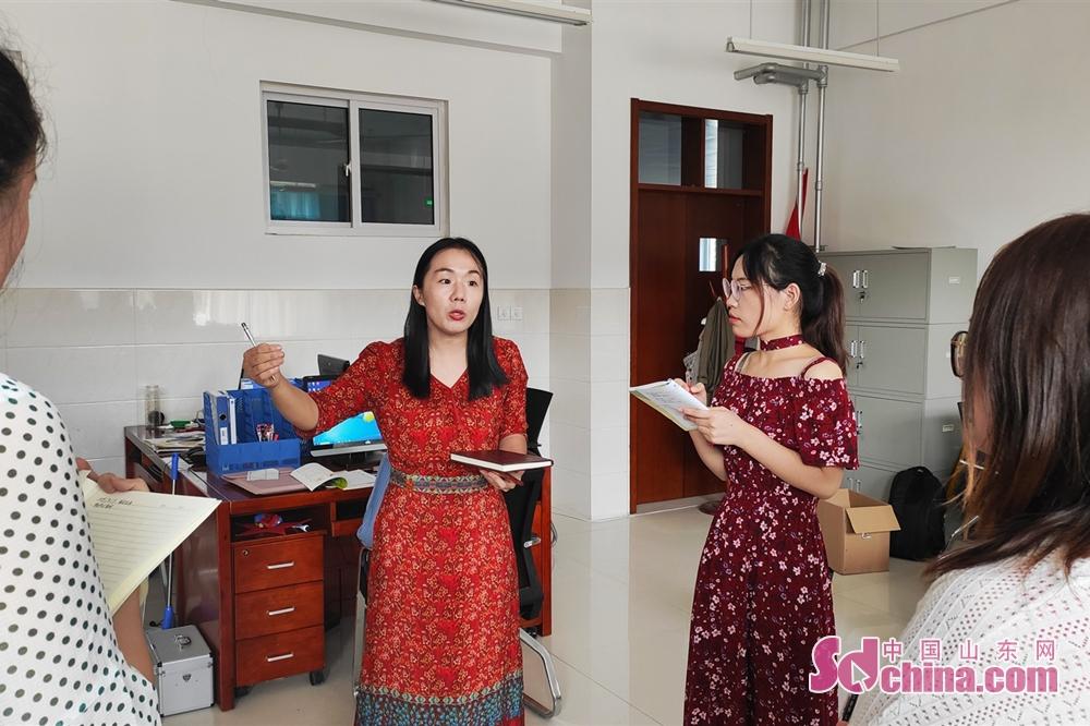 <br/>  9:58 大课间期间,邢老师迅速组织各班级班主任召开会议,对新老师进行简单的培训。<br/>