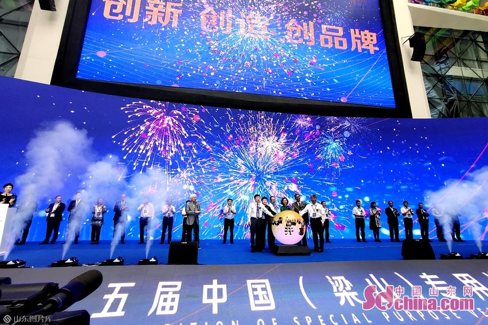 <br/>  9月17至19日,第十五届中国(梁山)专用汽车展览会在梁山国际会展中心举行。<br/>