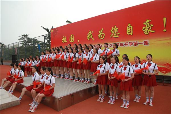 济宁任城区十万余名学生喜迎新学期 上好第一课