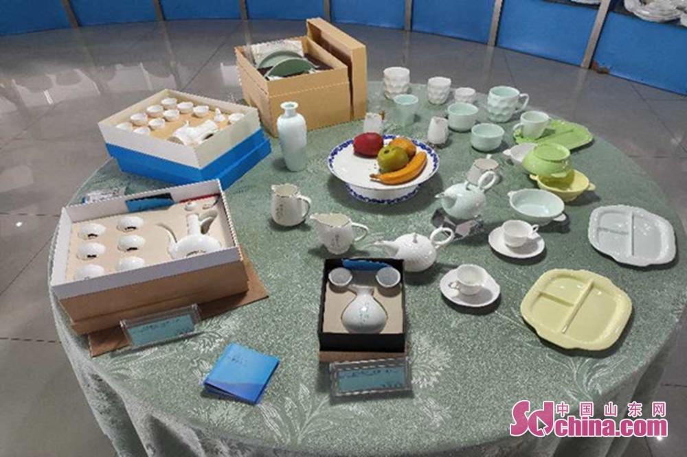 <br/>  海玉馆内陈列着各式各样的海瓷产品<br/>
