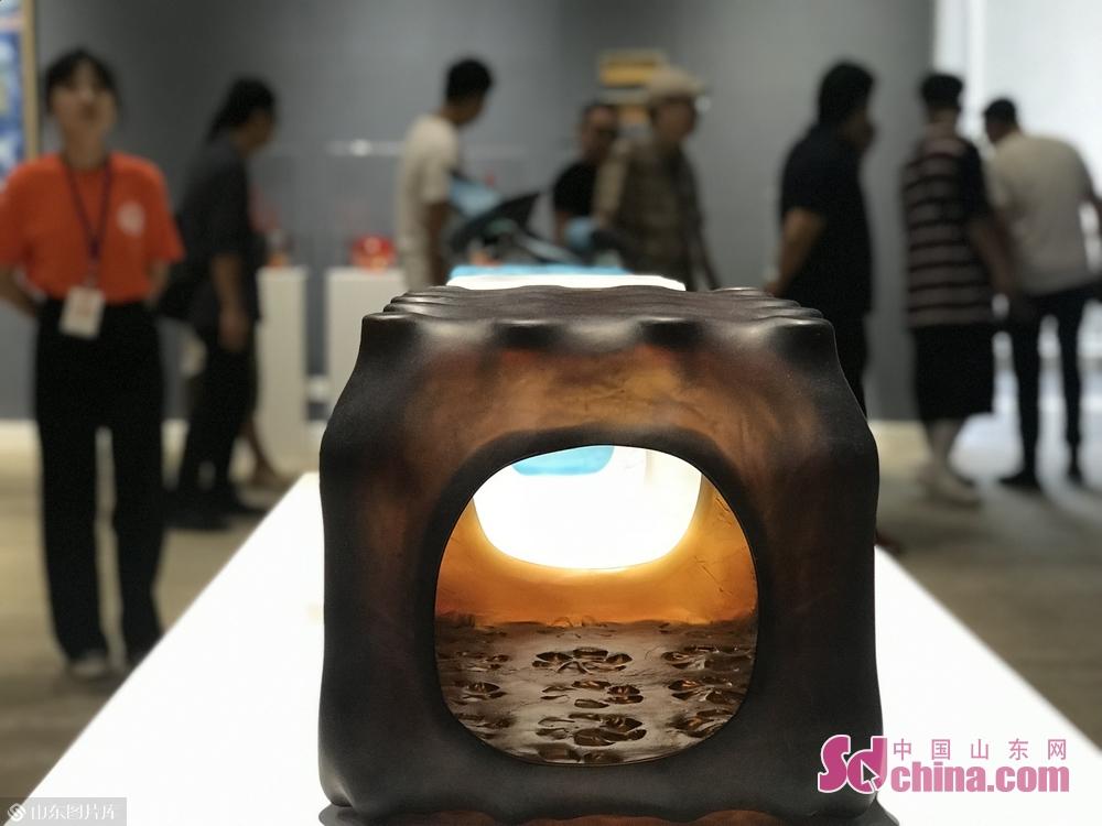 第十三届全国美展艺术设计作品展,集中呈现了五年来新时代中国艺术设计的创作导向、发展态势和创新水平,体现了艺术家们深入生活、扎根人民、服务社会的艺术旨归和创作成果。图为工业美术艺术设计展参展作品。