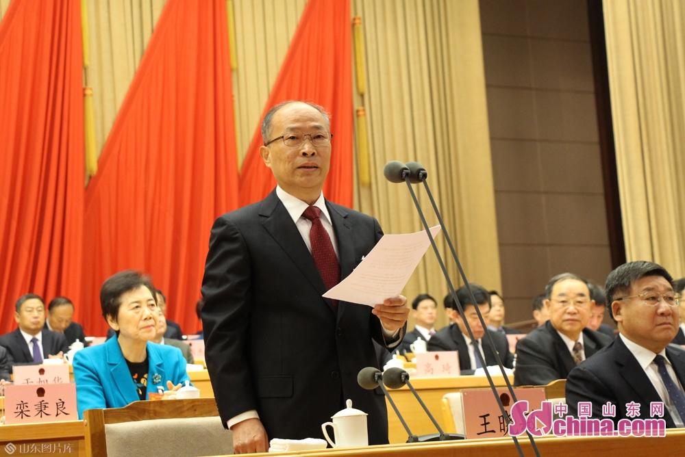<br/>  上午9时,大会执行主席王晓敏宣布大会开幕。会场全体起立,高唱国歌。<br/>