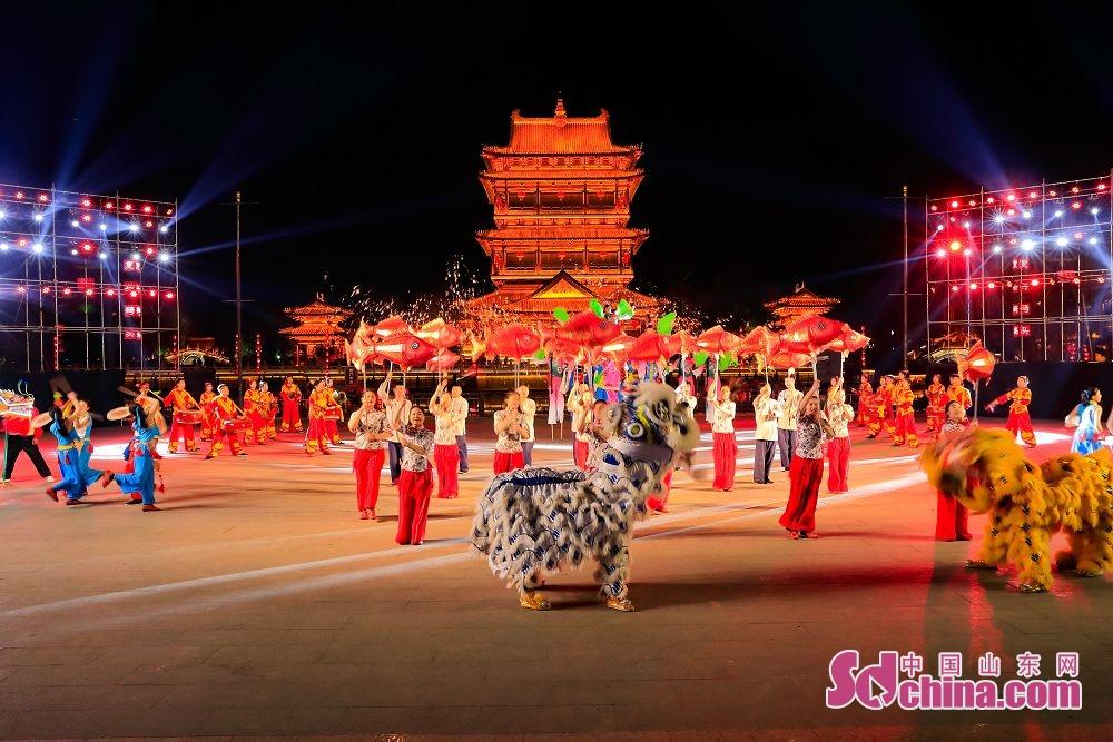 2019年12月31,台儿庄古城跨年演出,迎接新年的到来。<br/>