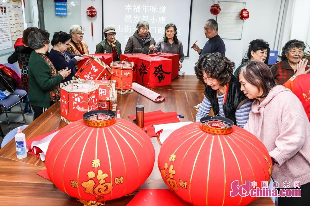 <br/>  为大力弘扬中华优秀传统文化,丰富群众节日文化生活,营造浓郁迎新春氛围,弘扬新时代文明实践新风尚,腊月里湛山街道将开展丰富多彩的&ldquo;我们的中国梦&rdquo;&mdash;&mdash;文化进万家系列春节活动,秀出属于湛山人的幸福&ldquo;年味道&rdquo;。<br/>
