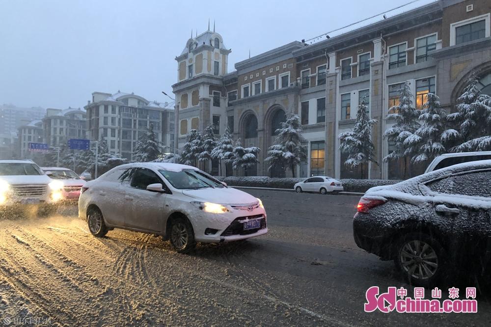 <br/>  天色渐暗,雪依旧在下,路况不是太好。<br/>