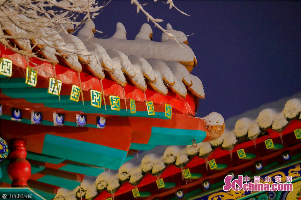 <br/>  1月7日拍摄的雪后兴国禅寺。2020年首雪如期而至,位于山东省济南市的千佛山在白雪覆盖下显得尤为壮美。(摄影 张仁玉)<br/>