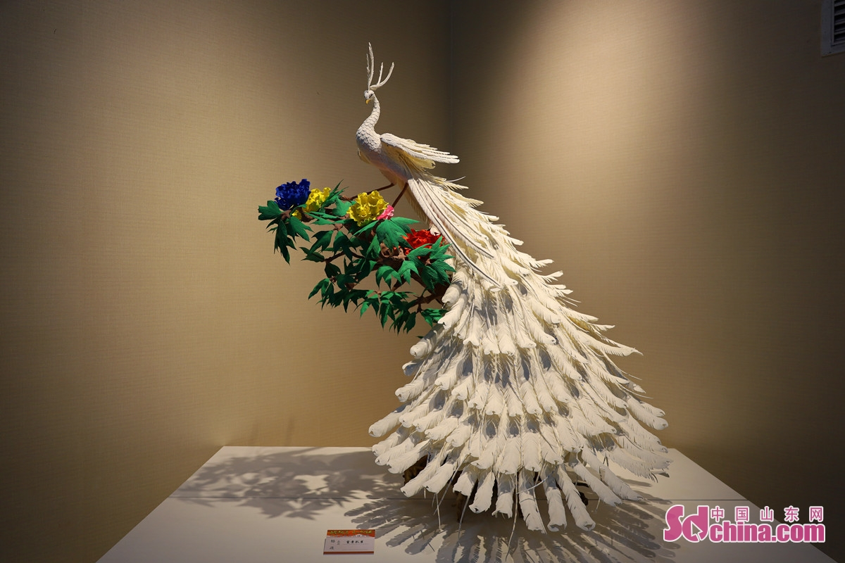 <br/>This is Luo Sui&rsquo;s work &ldquo;The Peony and the Peacock&rdquo;.