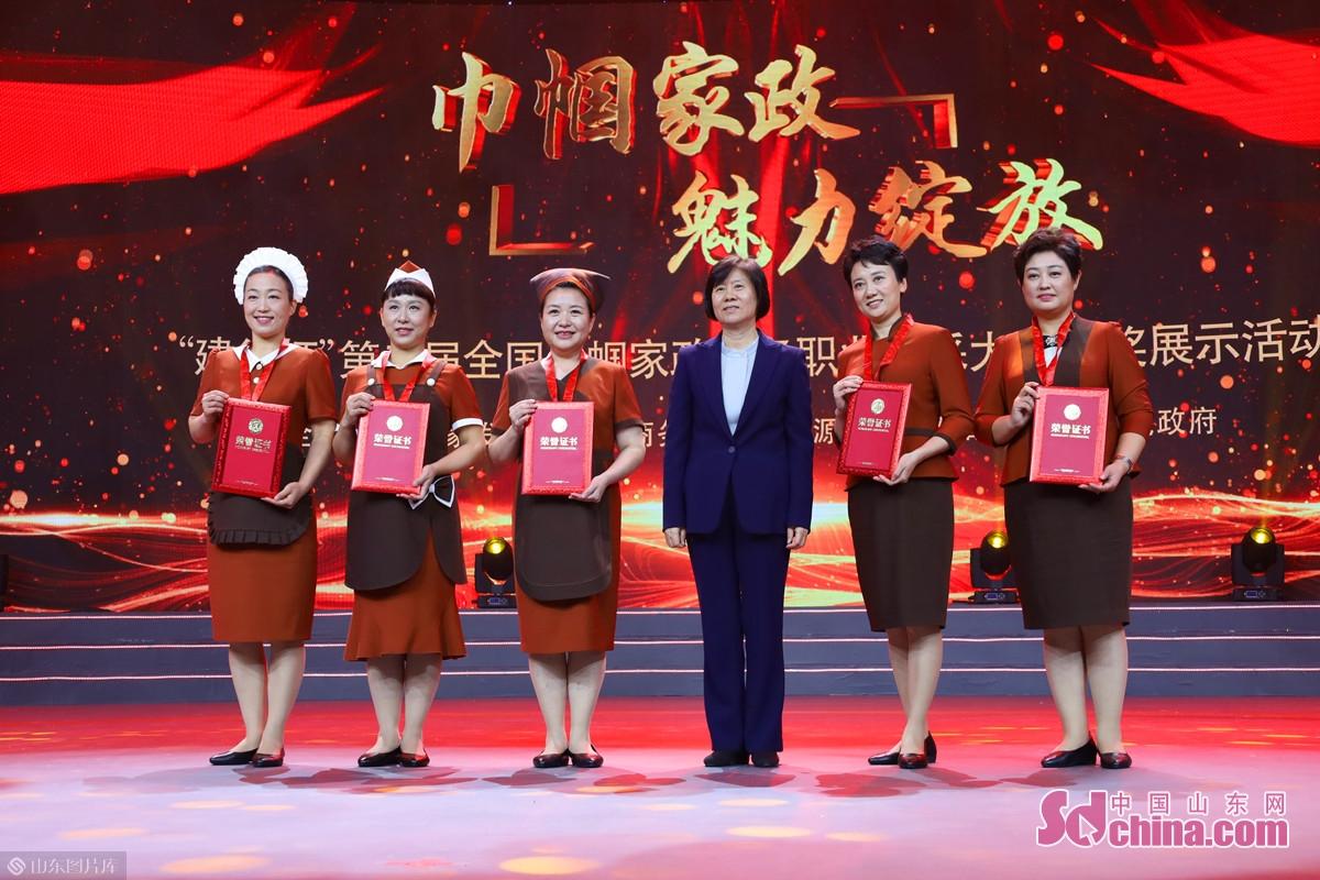<br/>  大赛总决赛于10月18日至20日在济南举行,来自全国32支代表队的160名选手参赛,经过激烈角逐,100名选手最终脱颖而出。
